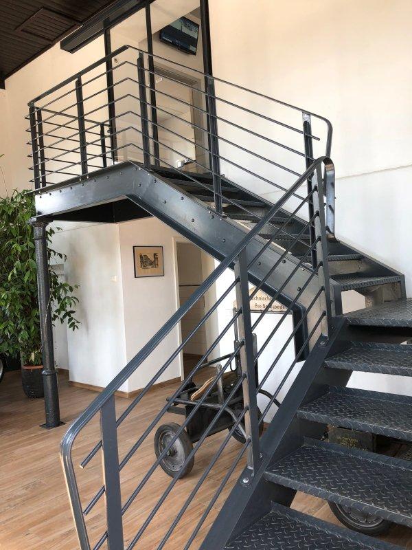 Stahltreppe (2)